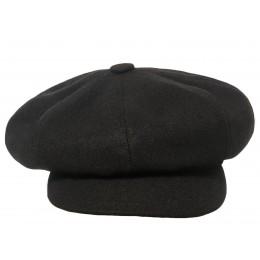 Czapka gawroszka czarna z daszkiem z sukna wełnianego