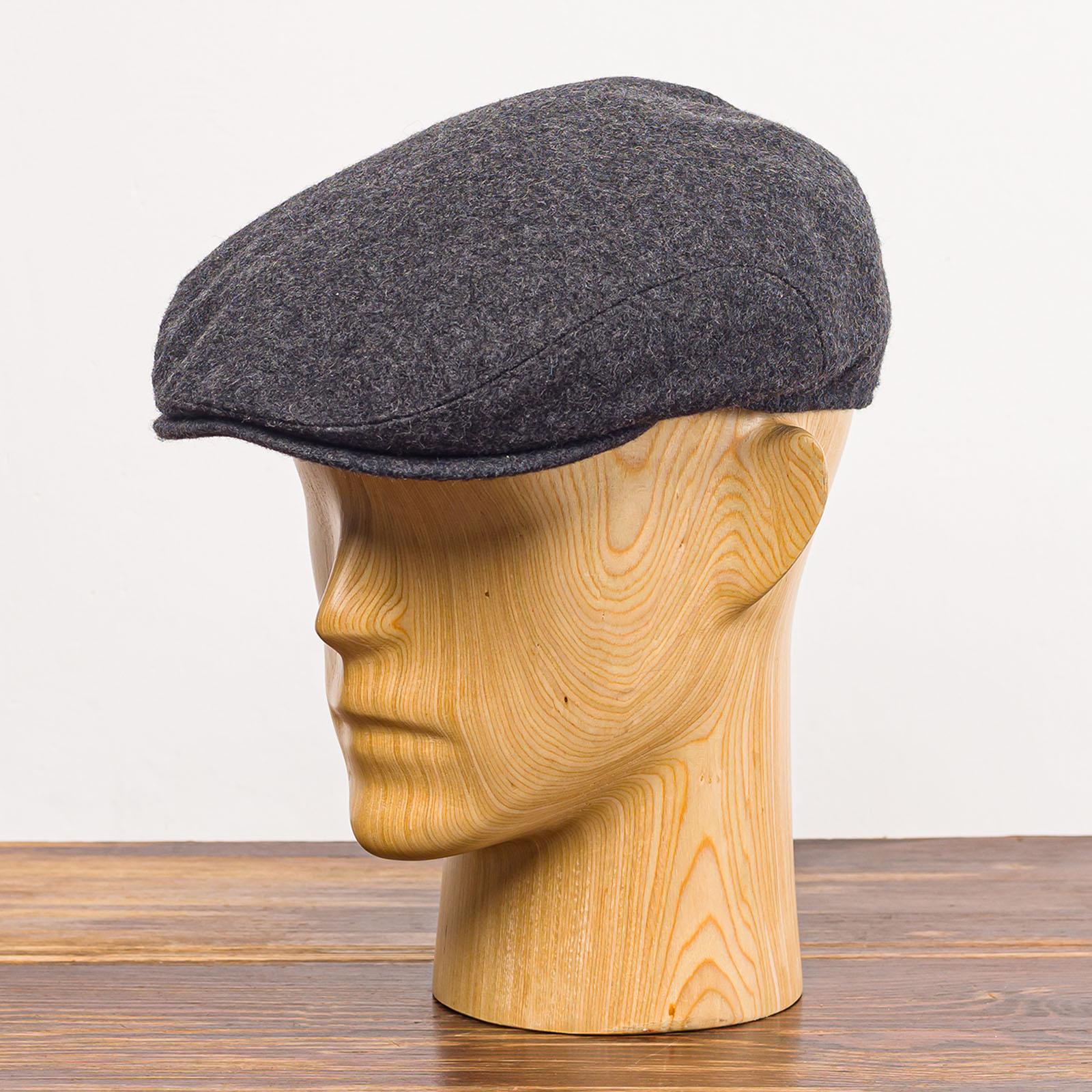 Szara czapka z daszkiem męska z wełny na zimę i na wiosnę