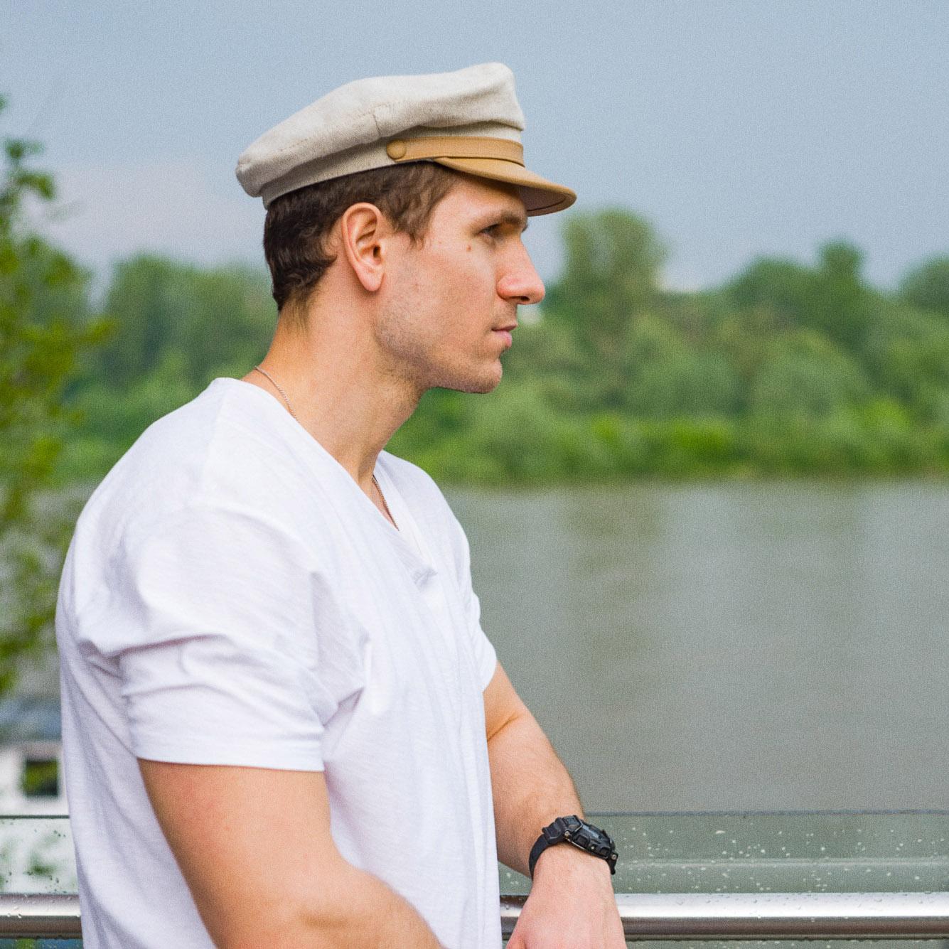 Klasyczna letnia lniana czapka Maciejówka ze skórzanym daszkiem